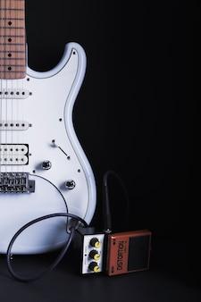 Guitarra elétrica e pedal