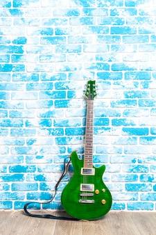 Guitarra elétrica no quarto