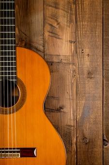 Guitarra em madeira