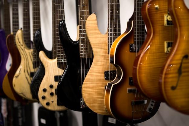 Guitarras elétricas na loja