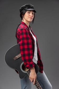 Guitarrista feminina de retrato
