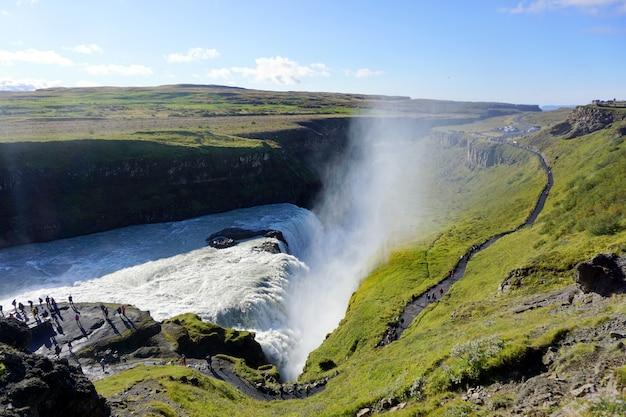 Gullfoss é uma cachoeira incrível localizada no cânion do rio hvita, no sudoeste da islândia.