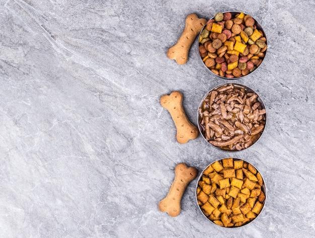 Guloseimas e biscoitos deliciosos de comida de cachorro