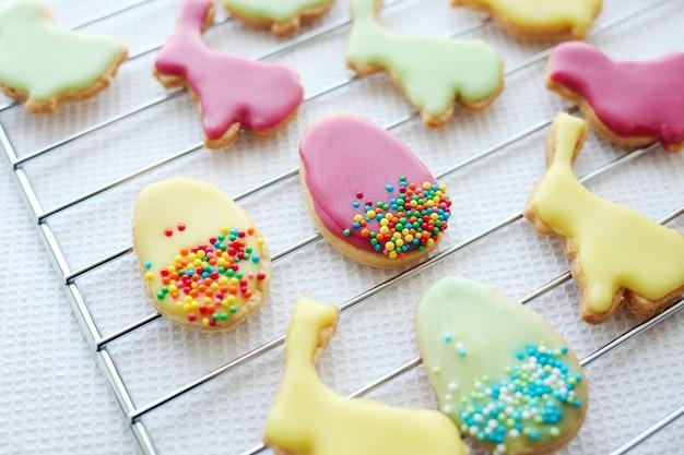 Guloseimas festivas de páscoa. biscoitos caseiros de açúcar de páscoa