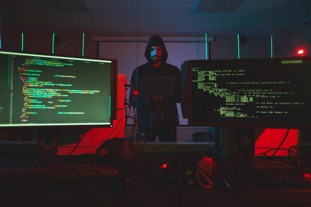 Hacker entrar no sistema de computador