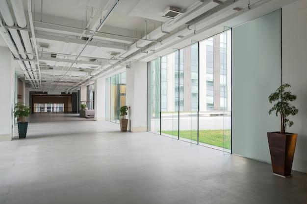 Hall de entrada e ladrilhos vazios, espaço interior