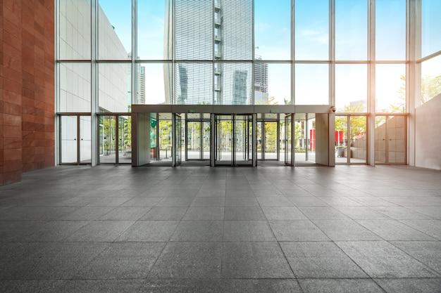 Hall de entrada e piso vazio
