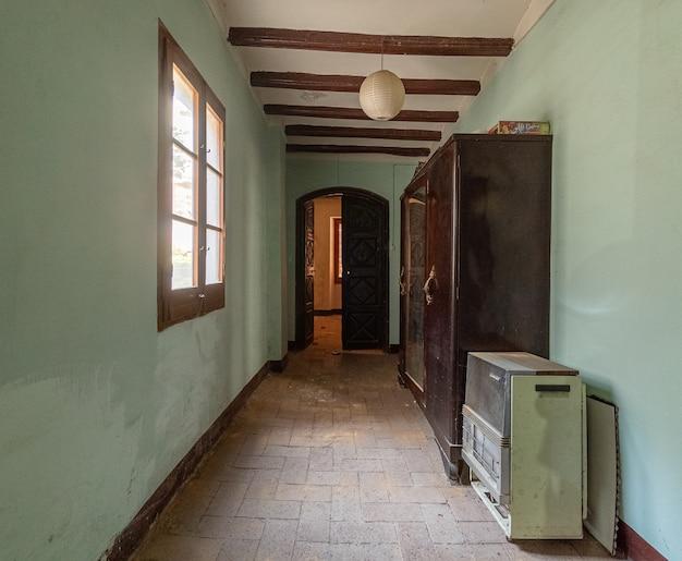 Hall de uma casa velha