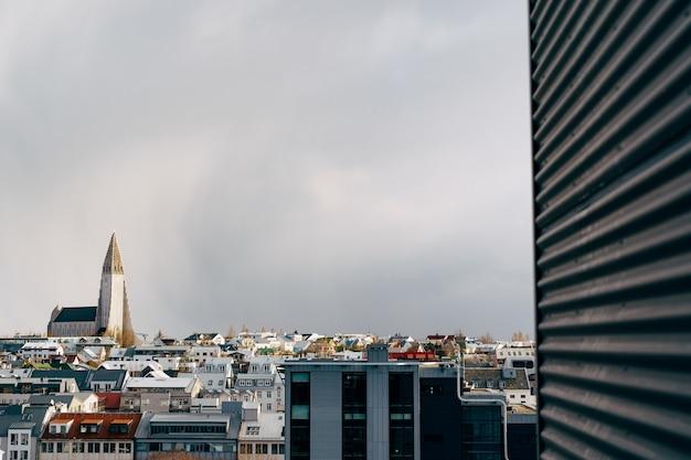 Hallgrimskirkja é uma igreja luterana em reykjavik, a capital da islândia