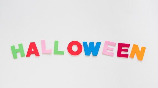 Halloween colorido escrevendo em branco