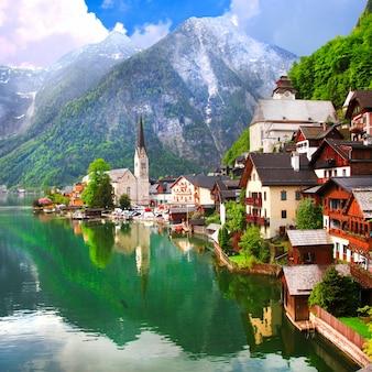 Hallstatt, bela vila de montanha no lago, áustria