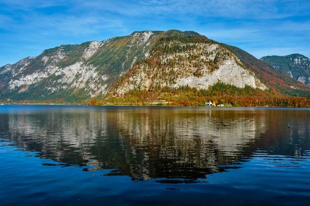 Hallstatter vê lago montanha lago na áustria Foto Premium