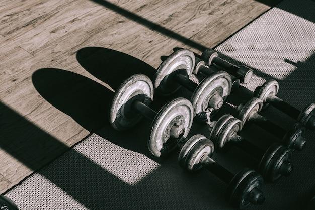 Haltere, em, condicão física, ginásio, construir, músculo, equipamento aptidão, peso, equipamento treinamento