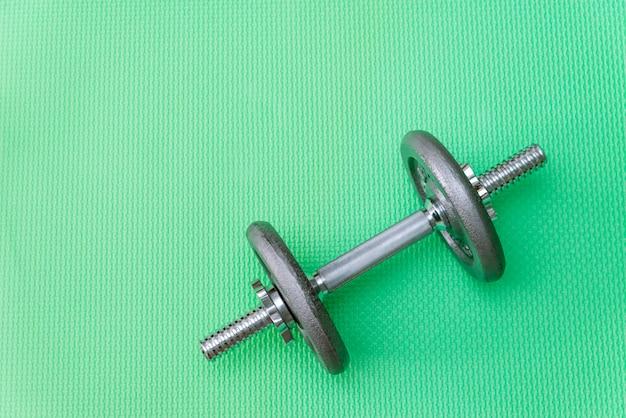 Halteres de metal para esportes, pesos cinzentos