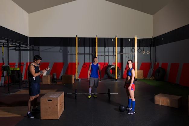 Halteres de treino de grupo de ginásio bater bolas e saltar