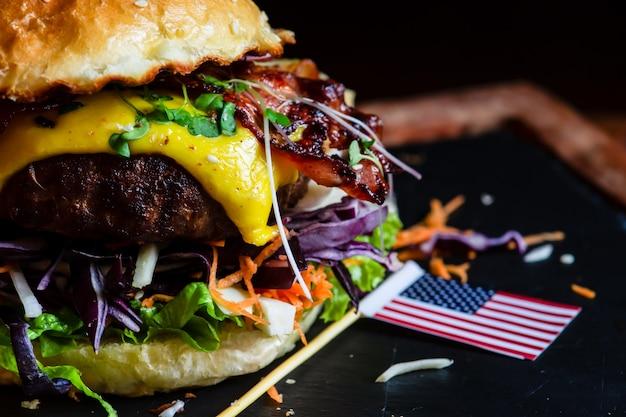 Hamburger americano clássico