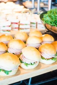 Hamburger com carne e alface