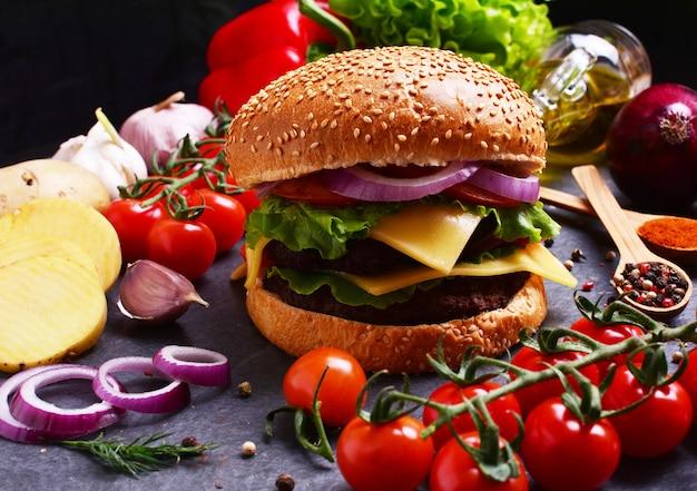 Hambúrguer americano só com os melhores produtos