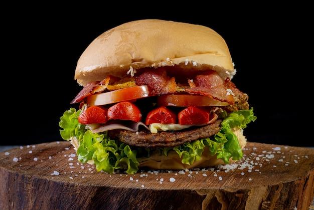 Hambúrguer caseiro com carne