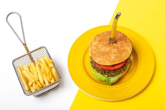 Hambúrguer caseiro de lentilha vegana