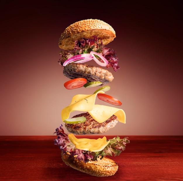 Hambúrguer clássico voador