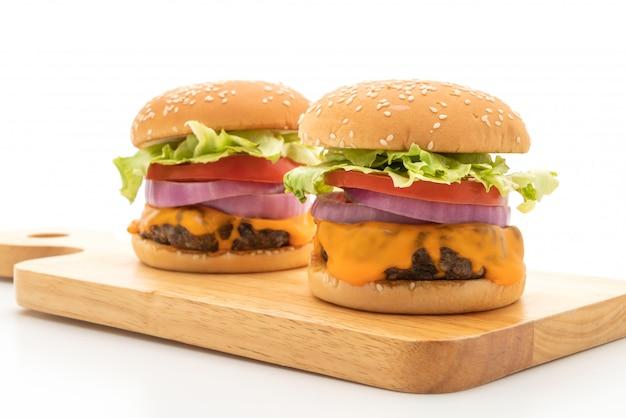 Hambúrguer de carne fresca saborosa com queijo