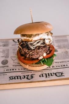 Hambúrguer de queijo americano com batata frita