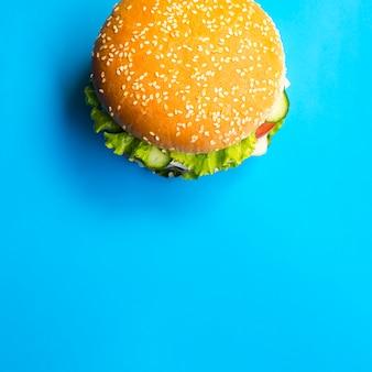 Hambúrguer de vista superior com espaço de cópia