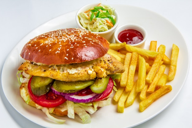 Hambúrguer em fundo branco