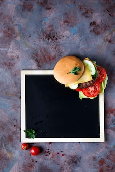 Hambúrguer fresco e suculento