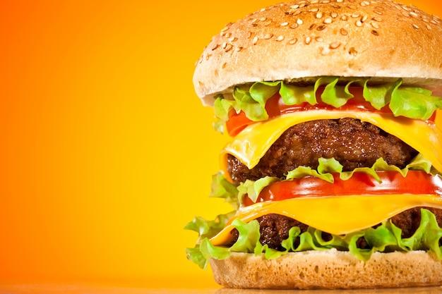 Hambúrguer saboroso e apetitoso