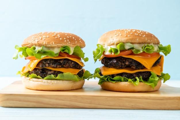 Hambúrguer saboroso fresco