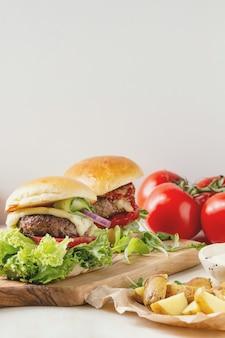 Hambúrgueres caseiros com carne