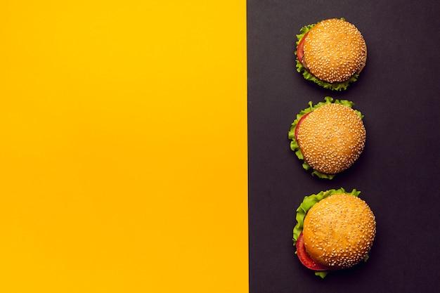 Hambúrgueres de configuração plana com espaço para texto