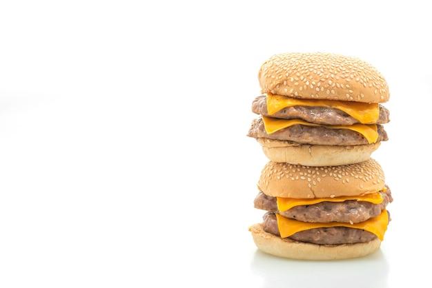 Hambúrgueres de porco com queijo isolado em uma superfície branca