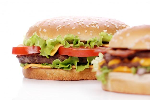 Hambúrgueres grandes e saborosos