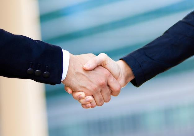 Handshake de pessoas de negócios
