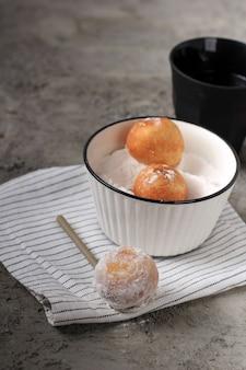 Hanukkah sufganiyot. donuts judaicos tradicionais para o hanukkah