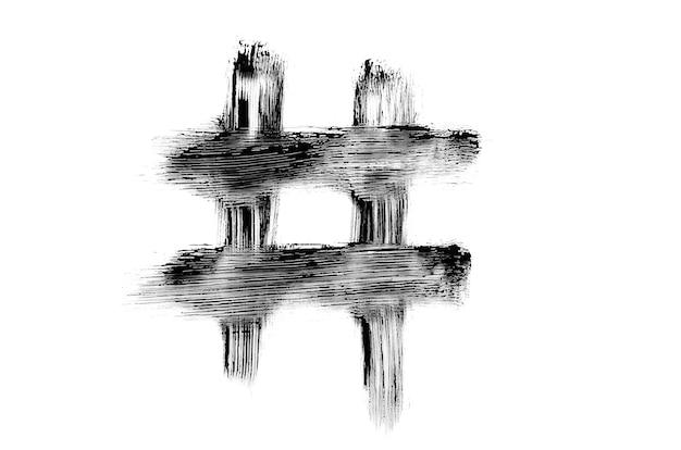 Hashtag desenhada com pincel de rímel preto, textura borrada