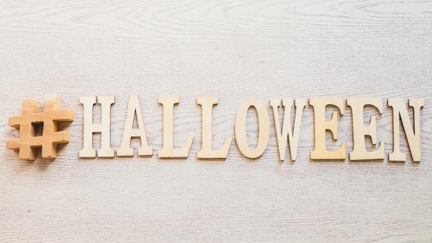 Hashtag e halloween escrevendo