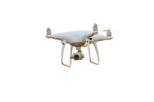 Helicóptero drone voando com câmera digital isolada