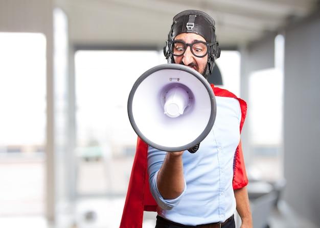 Herói louco expressão de raiva