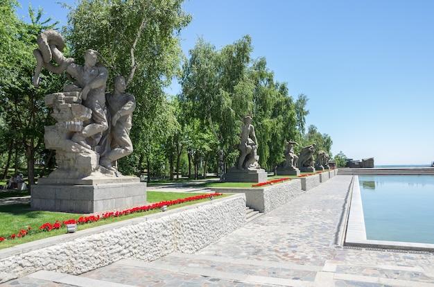 Heróis do complexo memorial da batalha de stalingrado em mamayev kurgan