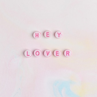Hey lover missangas letras tipografia de palavras