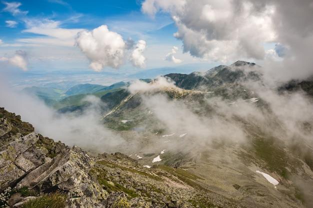 Hi-res panorama das montanhas retezat, roménia, europa
