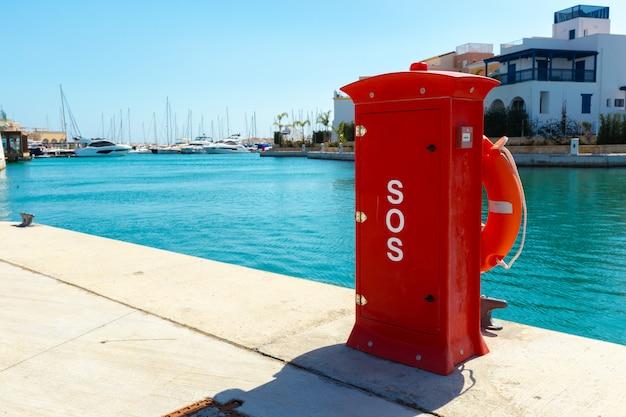Hidrante. proteção contra incêndio no porto.