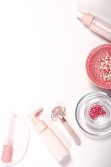 Hidratante e ferramentas de cuidados com a pele conceito de bem-estar pedra sha pedra óleo essencial de cuidado natural da pele