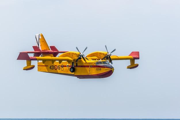 Hidroavião canadair cl-215
