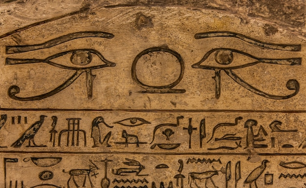 Hieróglifo egípcio em calcário, 1500-1200 ac