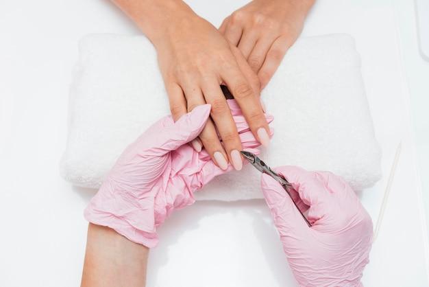 Higiene das unhas e cuidados no pano